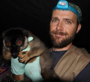 mitch-irwin-and-lemur